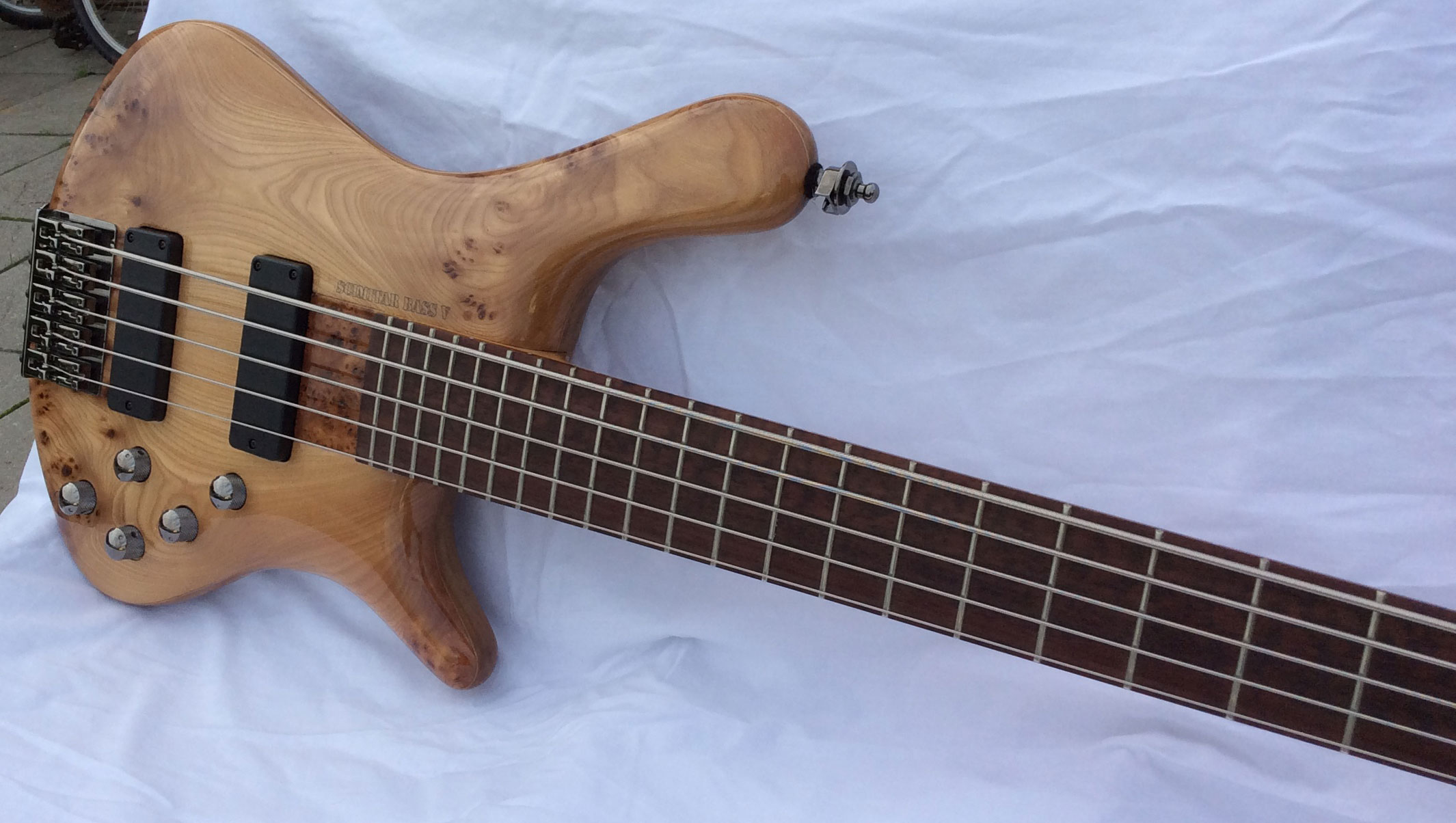 Scimitar V Bass